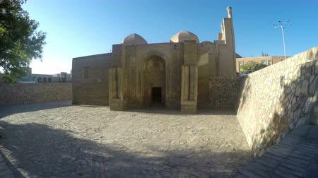 воспоминания : Magok-i-Attari Mosque is a historical mosque in Bukhara, Uzbekistan Стоковые видеозаписи