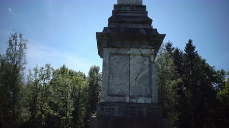obelisco : Chesmensky Obelisk in Gatchina the park in summer sunny day