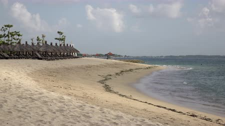 maldivler : Panorama of the sandy beach with chaise lounges and sunshades in the tropical resort. Bali. Indonesia