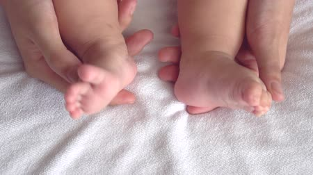 ayak parmakları : mother playing with her baby feet in slow motion short