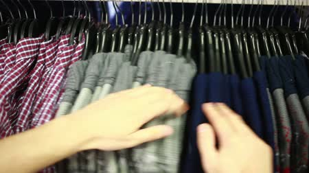 túnel : male customer looking for T-shirts in a fashion store