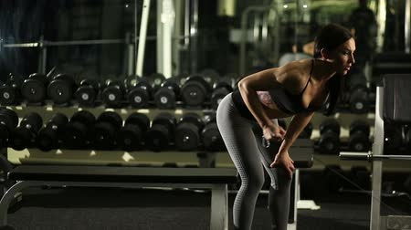 gündelik kıyafetler : Fitness girl in the gym
