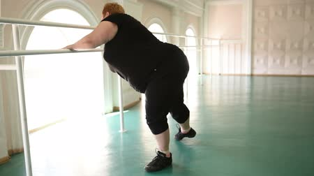 nadváha : fat girl is engaged in dances in the hall. cheerful plump, gymnastics and dance