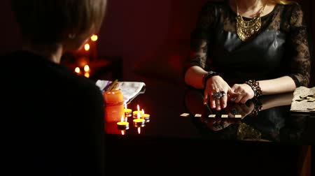 czarodziej : fortuneteller. divination by the runes.