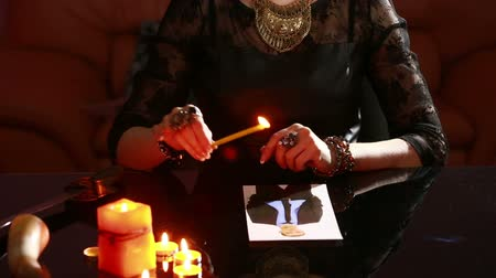 incenso : woman holds a ritual of black magic. spell men. He uses photography. Stock Footage
