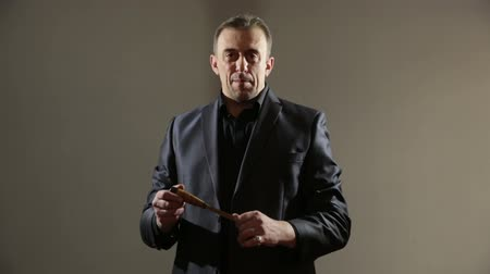 гангстер : male gangster in a business suit with a knife. businessman with a knife in his hand