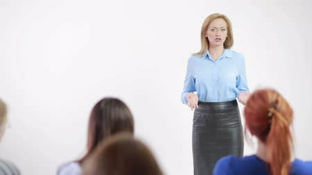 общественный : Beautiful business woman is speaking on conference. psychological training