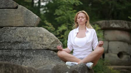 arqueológico : woman sitting and meditating on stone dolmen Stock Footage