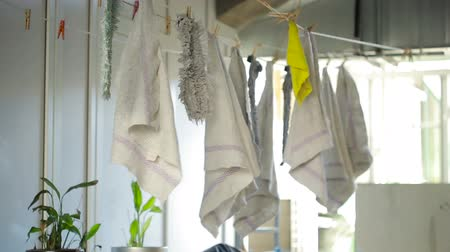 felpudo : doormats are dried on the clothesline. towels on clothesline. cloth in the wind Vídeos