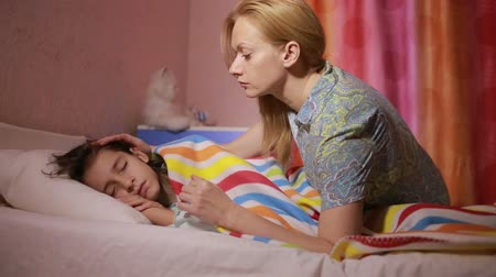 csók : mother puts daughter to bed. baby sleep Stock mozgókép