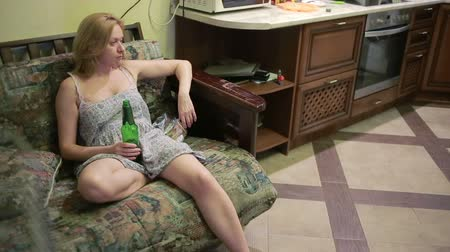 bebida alcoólica : Female alcoholic dependence, woman with a bottle in hands. Stock Footage