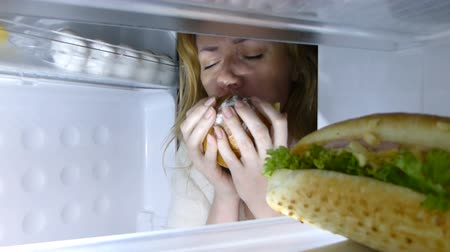 sandviç : Woman opens the refrigerator at night. bulimia, sandwich, pastry