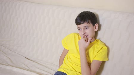 tık : Boy biting his nails obsessive-compulsive disorder, child psychology Stok Video