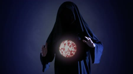 czarodziej : Halloween. Powerful witch or wizard with fireball in hands. Ball from fire burns
