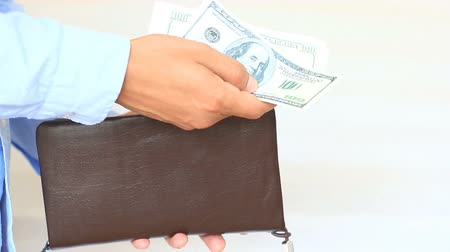 бумажник : Mens hands hold a purse with dollars Стоковые видеозаписи