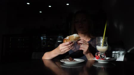 bolinho : Hungry, funny woman eating tasty dessert in cafe. 4k, slow motion