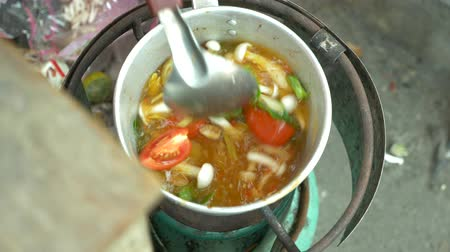 kari : Cooking Thai soup Tom Yam, 4k, Slow motion