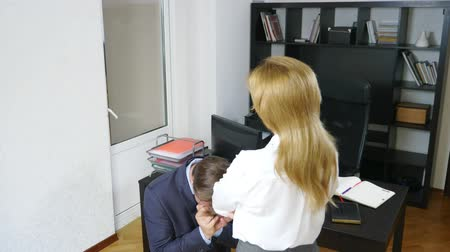 занятость : humor, irony, female boss chastises the office worker who is standing in front of her on his knees, 4k