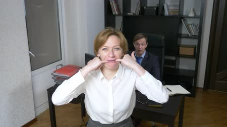 toborzás : humor, irony. a woman in the office whistles, alerting workers. business concept. 4k Stock mozgókép