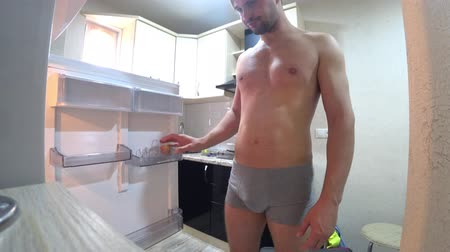 mrazák : The young man opens the refrigerator. Hes upset that the refrigerator is empty. 4k