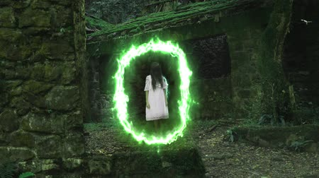 estranho : Magical portal in the ruins of an old house in a dense forest from which the ghost of a girl emerges.