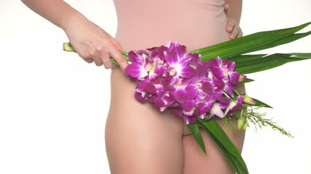 menstruáció : Woman holding a flower on the background of underwear, the concept of female health and body care