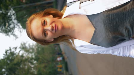 örvénylő : rotating video. charming woman walks in a summer park, looking at her dizziness begins