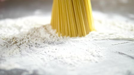 Венера : raw pasta cappellini, closeup lie in white flour on a wooden table