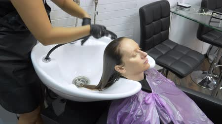 seu : Process of washing your hair in a hairdresser. girl in a beauty salon. wash your hair, hair care, health.