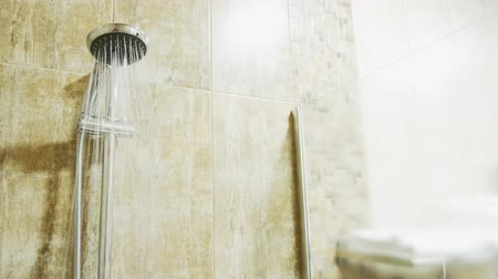 bagno di vapore : Shower head with streams of water in an empty modern shower. copy space Filmati Stock