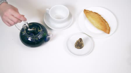완두콩 : blue tea from the flowers klitoria in teapot. fashionable design food 무비클립