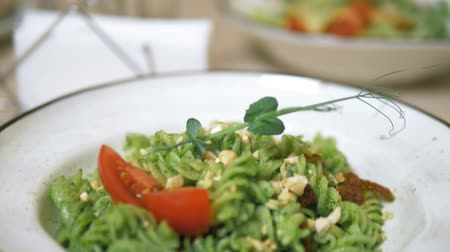 szpinak : a vegetarian lunch. vegetable salad and pasta with a green sauce.