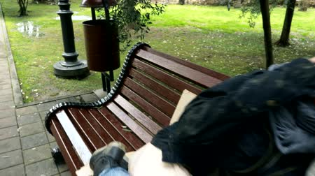 nezaměstnanost : a homeless couple, a man and woman on a bench in a city park