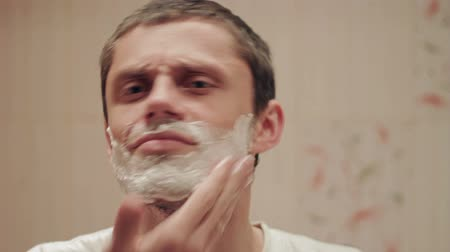 barbear : Man shaves HD