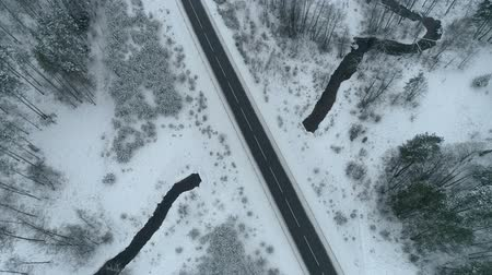 faház : Drone footage above the road and river in winter