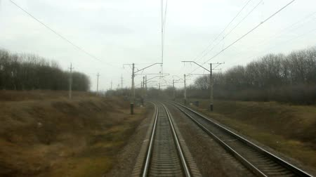 уменьшающийся : The view from the rear window of the train on the rails.
