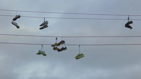 kable : shoes on wire