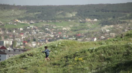 obec : boy running down the hill