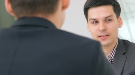 dialog : Close-up of face, young attractive couple consults about their business project Wideo