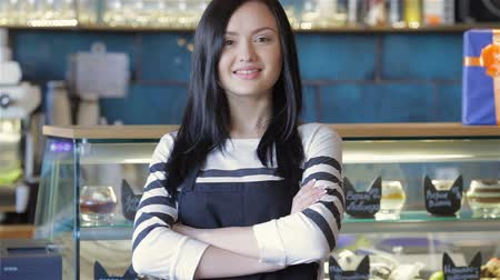 porce : Serving waitress with arms crossed