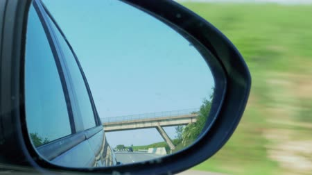 espectador : Cars and blue sky reflection in right side rear view mirror during automobile driving on highway. Vacation, weekend concept. Transport following by vehicle on rush road. Sitter, passenger perspective