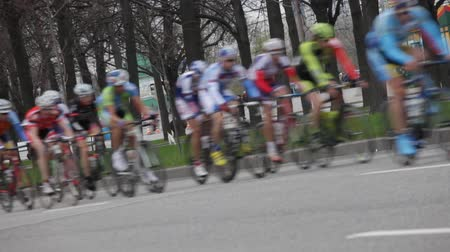 гонка : group of cyclist at professional race Стоковые видеозаписи