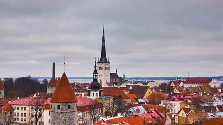 çatılar : View of the old town. Tallinn, Estonia, Europe Stok Video