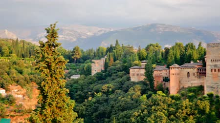 провинция : Beautiful summer view on Alhambra castle up the green hill under cloudy sky, Andalusia, Spain