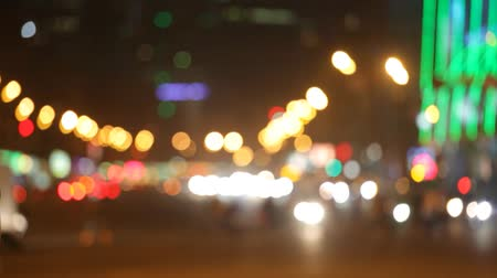 темно : Night city lights and traffic background. Out of focus background with blurry unfocused city lights and driving cars and car light.  Moscow, Russia Стоковые видеозаписи