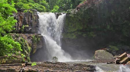 dzsungel : Tegenungan Waterfall is a beautiful waterfall located in plateau area and it is one of places of interest of Bali
