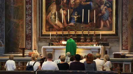 catedral : Catholic service in St. Peters Cathedral in Vatican