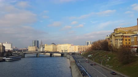 stalinist : View of the Moskva River with pleasure boats and promenade on a sunny day, timelapse 4K Stock Footage