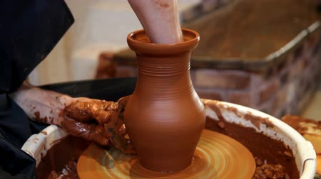 Hands of a Potter while working. Making clay jug Vídeos