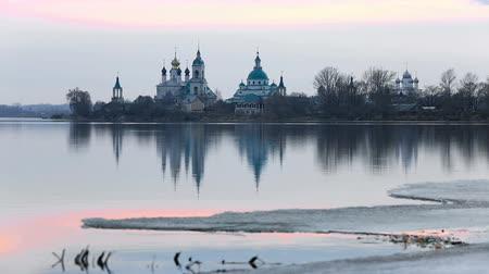 Monastery of St. Jacob Saviour (Spaso-Yakovlevsky) is an Eastern Orthodox monastery in Rostov, Russia Vídeos
